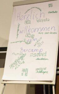 Sessiontitel auf einem Flipchart vom Tag eins des Barcamp 2018