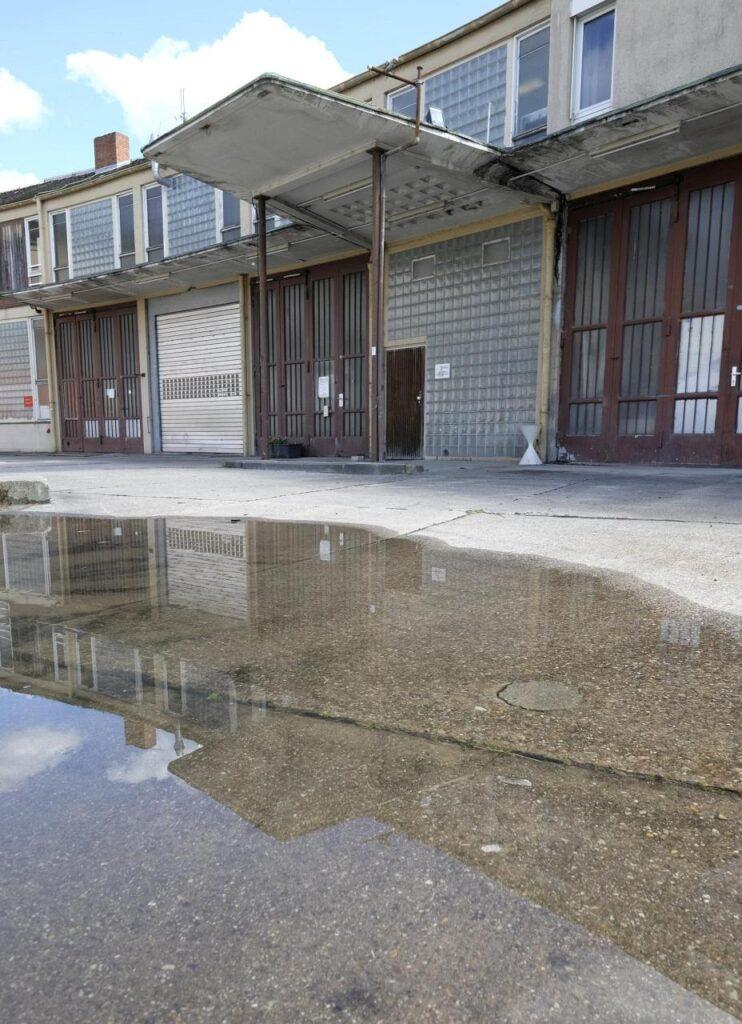 Blick auf die ehemalige Tankstelle im Dezernat 16
