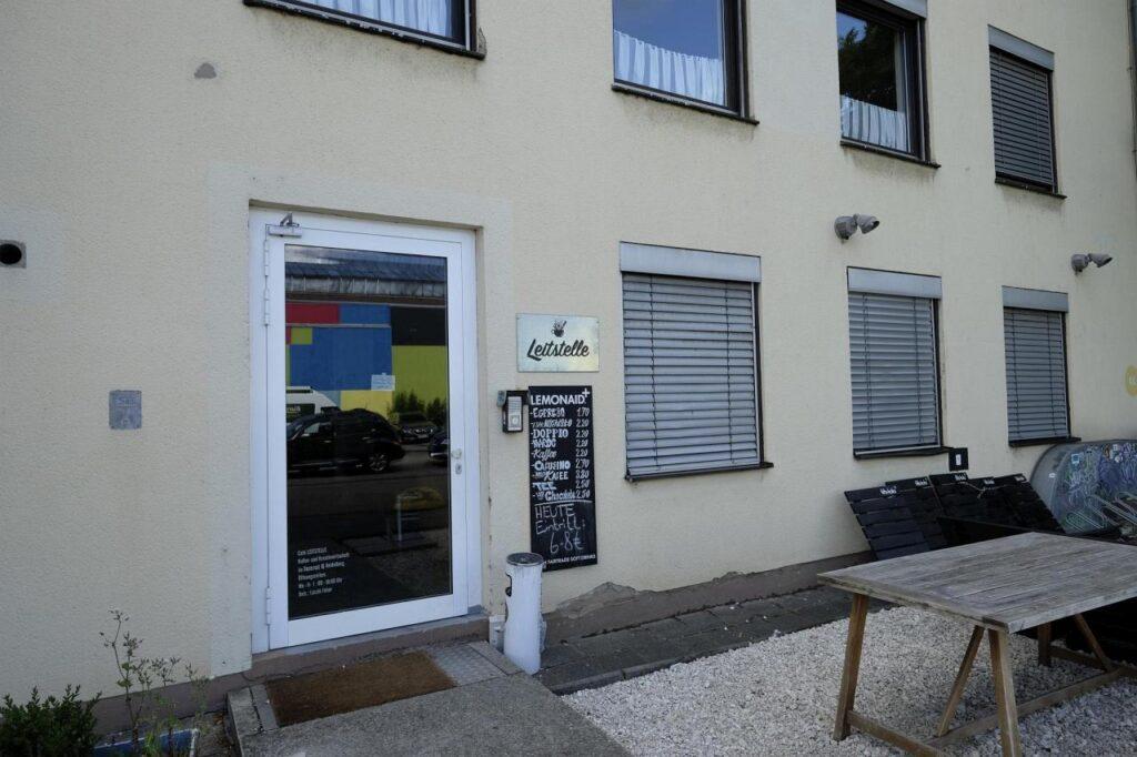 Eingang des Café Leitstelle im Dezernat 16